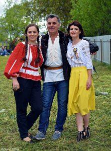 Hora Silvia Vrinceanu jurnalistul Cristi merchea si bloggerita Ana Maria Ionescu - Copy